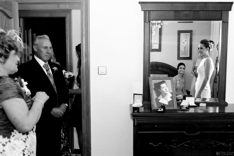 La emoción de un padre al ver a su hija vestida de novia