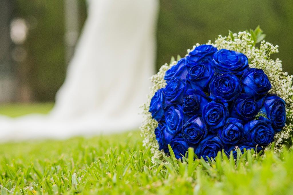 Ramo de novia de rosas de color azul